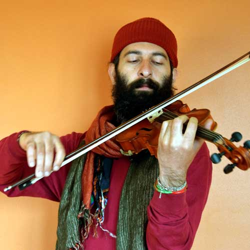Tales from a travelling violinist : Damoon Yagobi